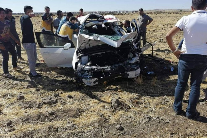 İdil'de otomobil tarlaya uçtu: 1 ölü, 1 ağır yaralı