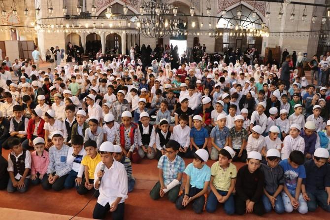 İstanbul'da çocuklar namaz için bir araya geldi