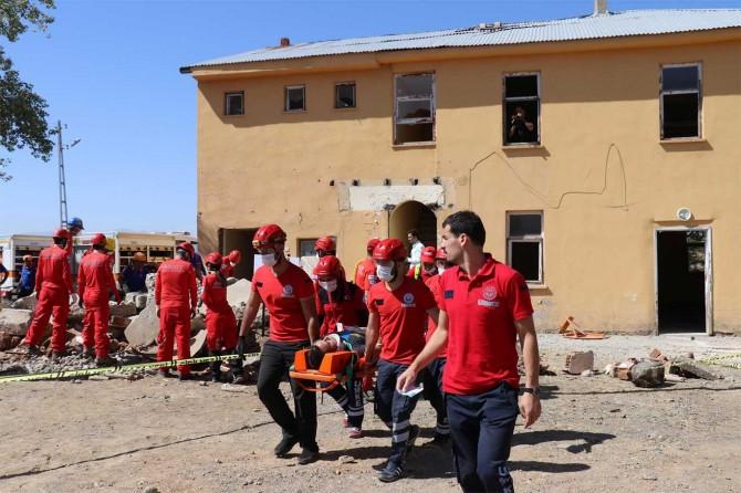 Bingöl'de 310 personelle deprem tatbikatı