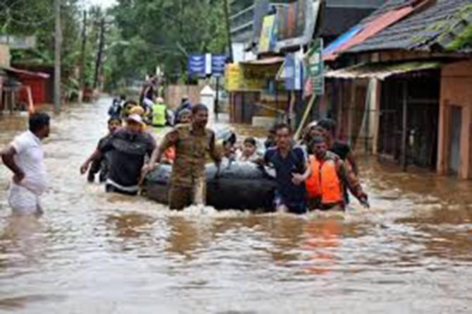 Hindistan'da selde ölenlerin sayısı 120'yi aştı