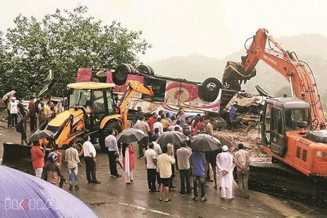 Passenger bus flips in India kills 25