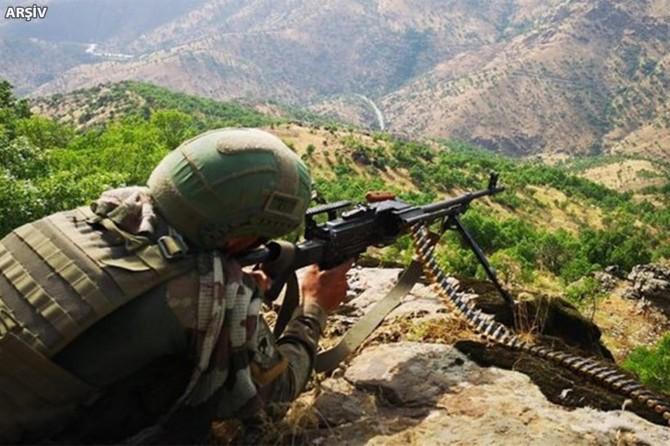Hakkari kırsalında 2 PKK'li öldürüldü