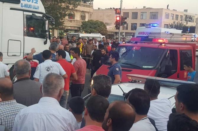 Midyat'ta TIR'ın altında kalan yaşlı adam hayatını kaybetti