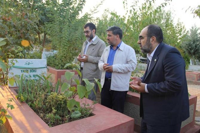 HÜDA PAR Diyarbakır İl Başkanlığından 6-8 Ekim şehidlerinin kabirlerine ziyaret