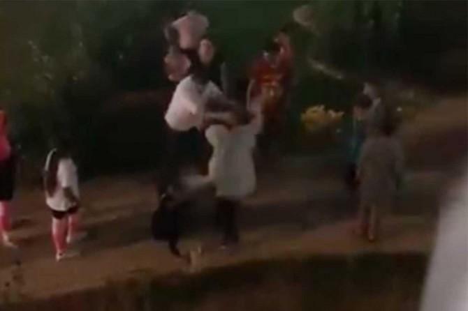 Ürdünlü çocuk ve annesine ırkçı saldırı