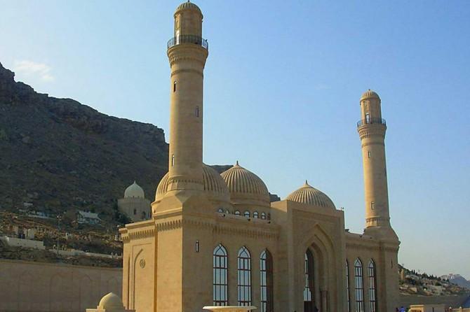 Azerbaycan hoparlörden ezan okumayı yasakladı