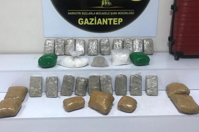 Gaziantep'te TIR ve yolcu otobüsünde uyuşturucu ele geçirildi