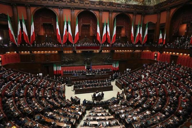 İtalya'da parlamenter sayısı azaltılıyor