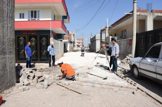 Hilvan'da Belediyenin yol yapım çalışmaları devam ediyor