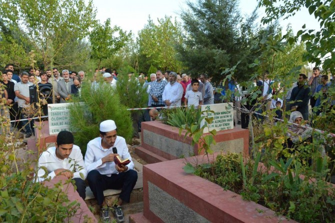 Martyrs of October 6-8 massacre commemorated upon their graves