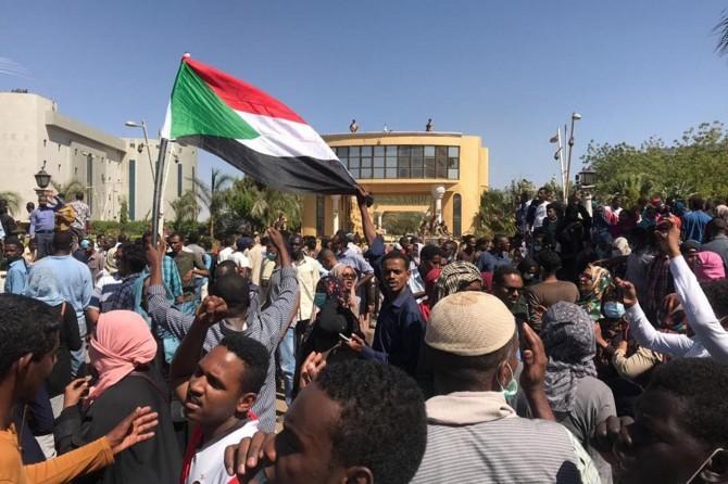 Sudan'da OHAL bir kez daha uzatıldı