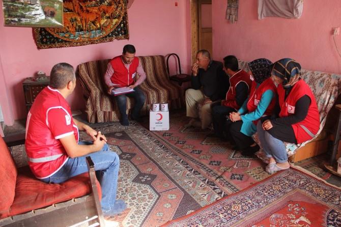 Ağrı'da Kızılay'dan ailelere et yardımı
