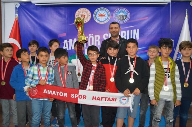Ağrı'da sporda ödül gecesi düzenlendi
