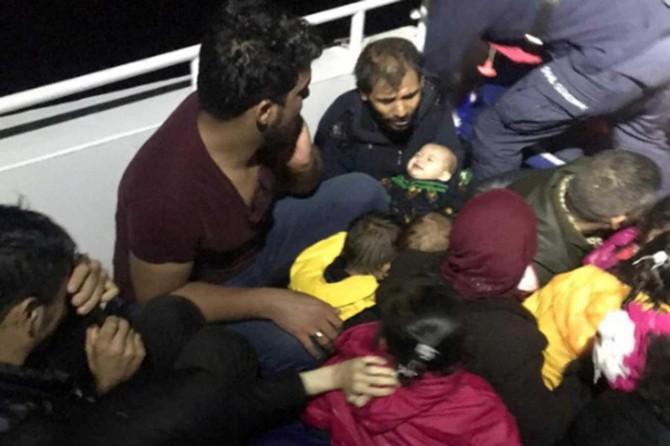 Göçmenleri taşıyan tekne battı: Bir bebek hayatını kaybetti