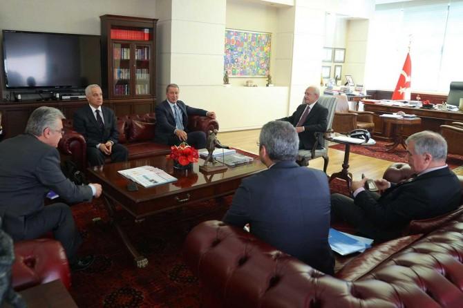 Bakan Akar'dan siyasi parti liderlerine harekat ziyareti