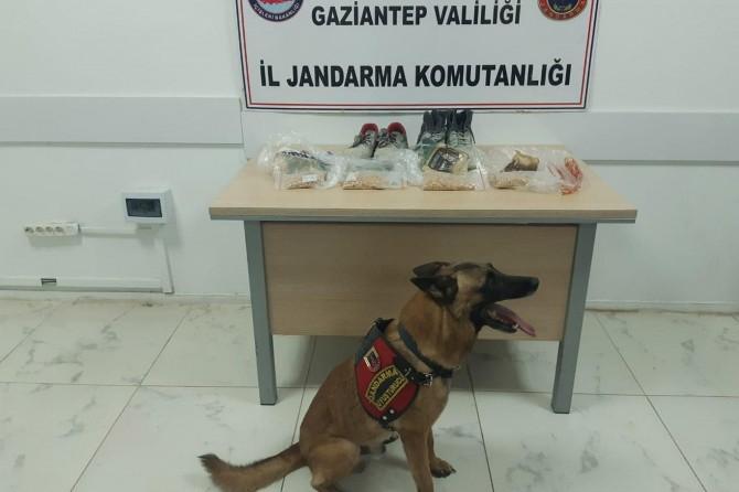 Gaziantep'te uyuşturucu hapları ayakkabıların içine gizlemişler