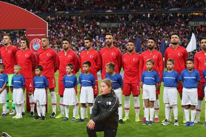 """UEFA'dan Türkiye takımına """"asker selamı"""" soruşturması"""