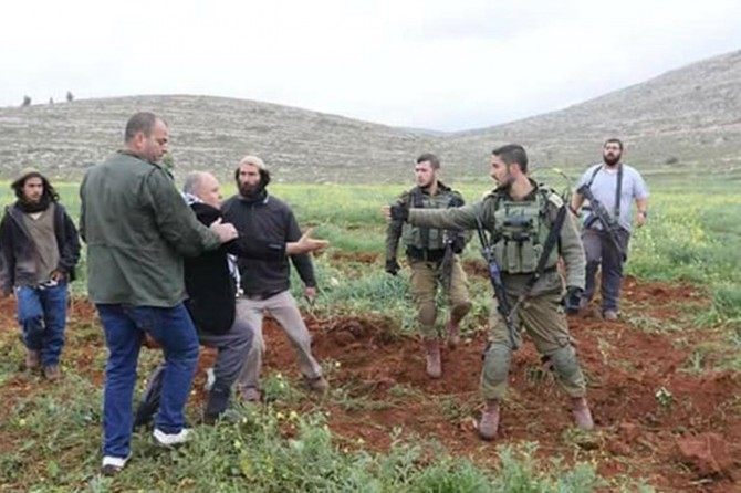 Zionist occupiers assault Palestinian farmers