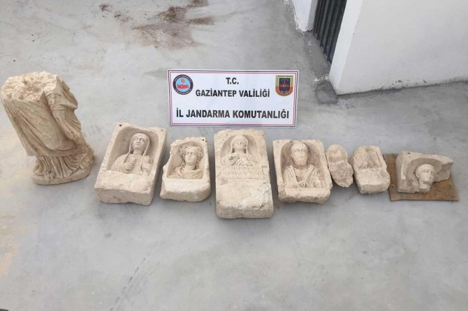 Nizip'te 1500 yıllık mezar odaları bulundu