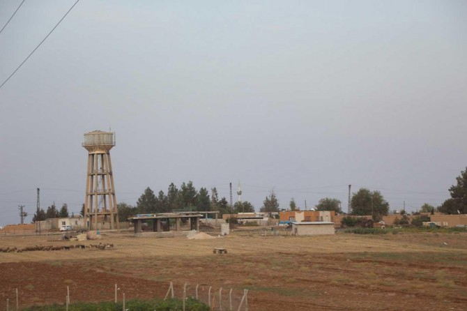 Sınır hattındaki köylüler endişeli