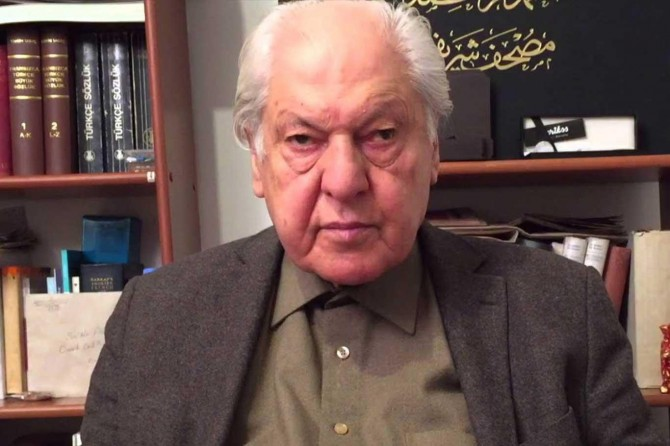 Yazar Nuri Pakdil vefat etti
