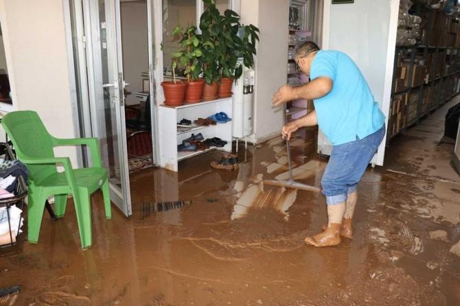 Gaziantep'te en hafif yağmurun ardından bile hayat felç oluyor
