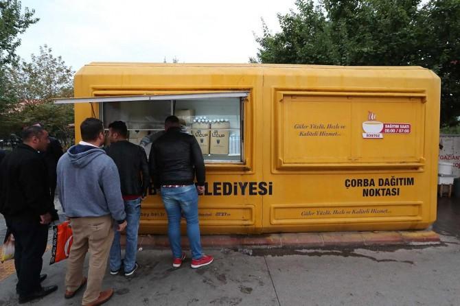 Her gün vatandaşlara ücretsiz çorba dağıtılıyor