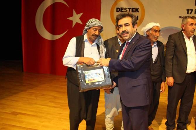 Diyarbakır'da çiftçilere kırkma makinesi dağıtıldı