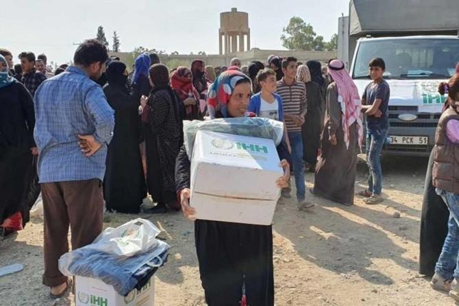 Tel Abyad'daki sivil halka yardımlar sürüyor