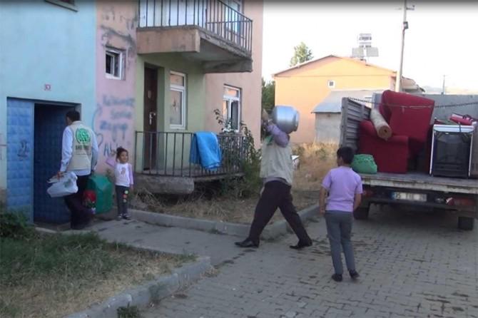 Bingöl Umut Kervanından muhtaç aileye ev eşyası yardımı