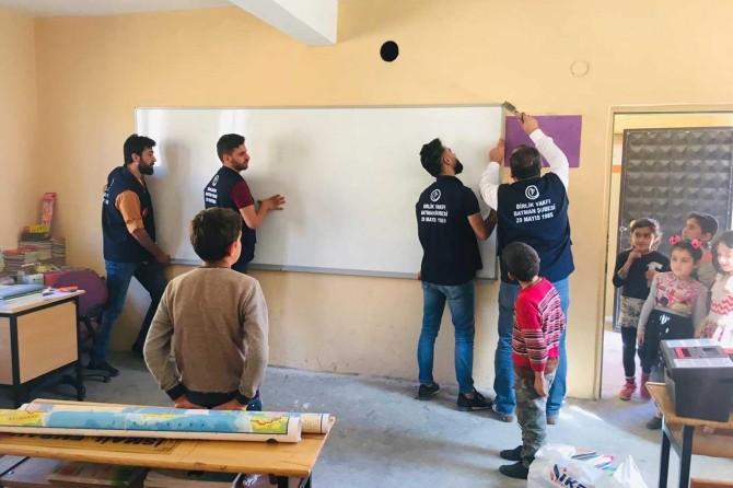 Sason'da köy okuluna yardım