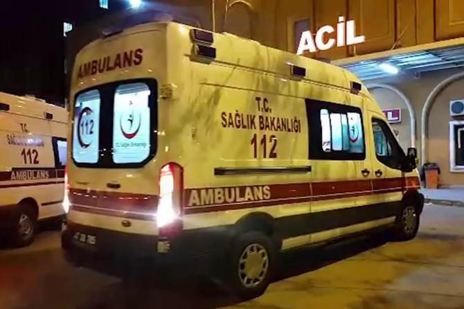 Servis minibüsü direğe çarptı: 10 yaralı