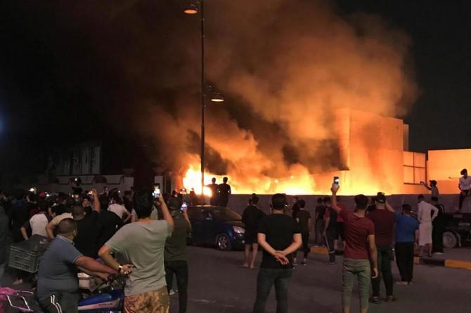 Irak'ta 3 milletvekilinin evi ateşe verildi