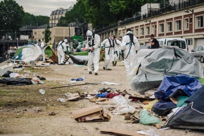 Fransa'dan çirkin göçmen politikası