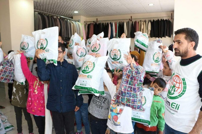 Yetim çocuklara kışlık giyecek yardımı
