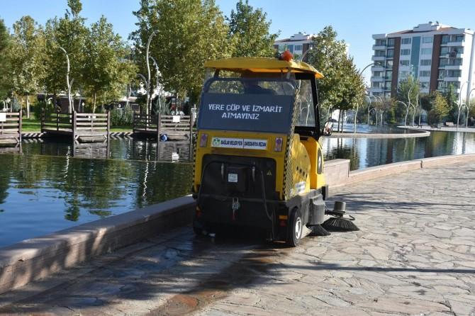 Diyarbakır Bağlar parklarında elektrikli araçlarla temizlik dönemi