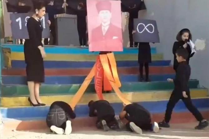 Çocukları Mustafa Kemal'e secde ettirdiler