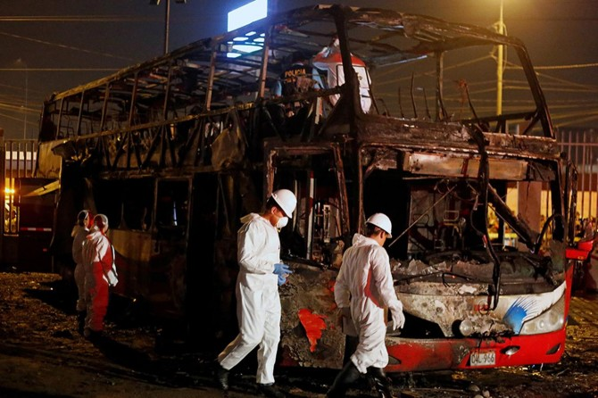 Otobüs uçuruma yuvarlandı: 19 ölü