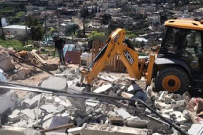 Zionist gangs force family to raze agricultural structures in J'lem