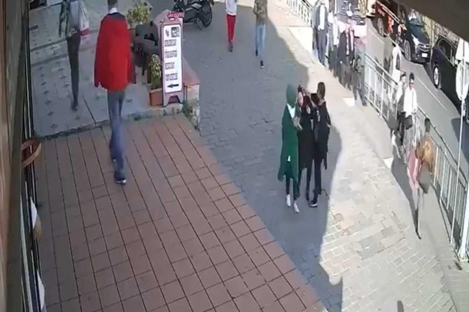 İslam düşmanı kadın gözaltına alındı