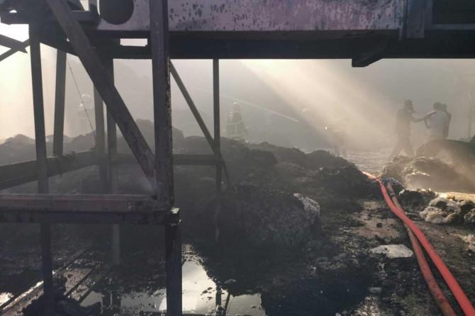 Şanlıurfa Eyyübiye'de iplik fabrikasındaki yangın maddi hasar neden oldu