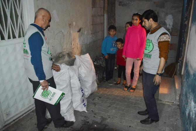 Siirt Umut Kervanından kömür ve odun yardımı
