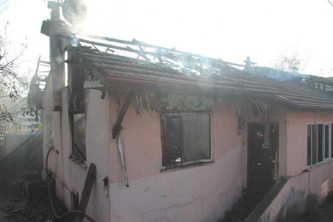 Hendek'te 2 küçük kardeş yangında hayatını kaybetti