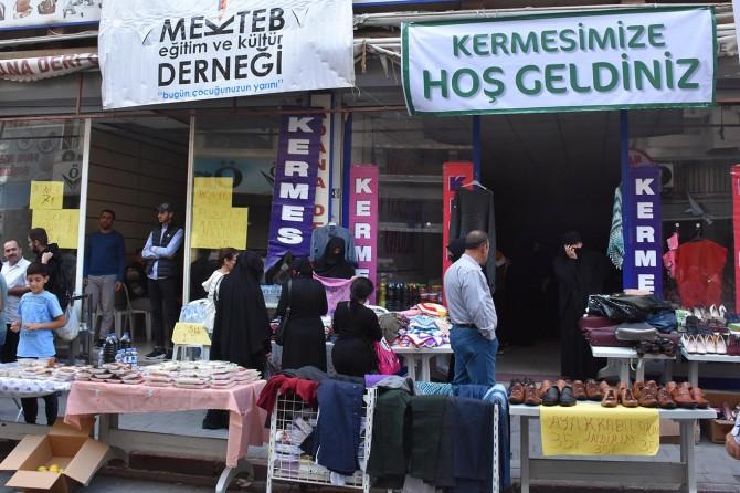 Adana'da öğrenciler yararına kermes düzenlendi