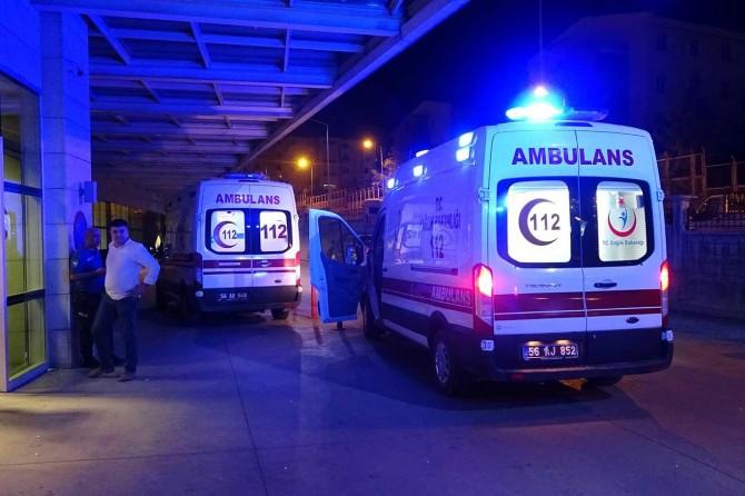 Siirt'te kaldırıma çarpan araç takla attı: 2 yaralı