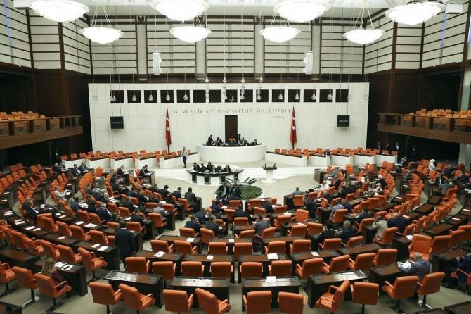 """""""Mahkemesiz ad ve soyad değişikliği"""" yasa teklifi mecliste"""