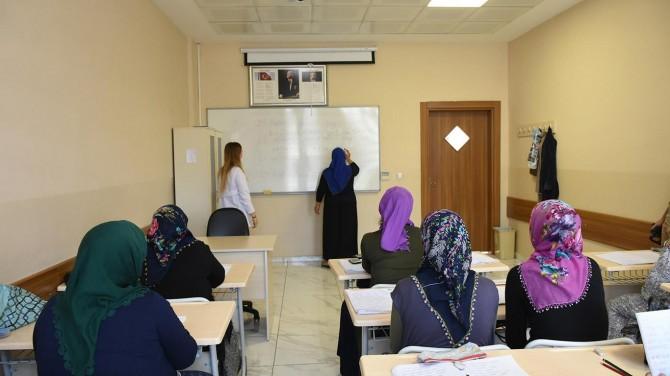 Gaziantep'te okuma yazmayı öğrenmenin mutluluğunu yaşıyorlar
