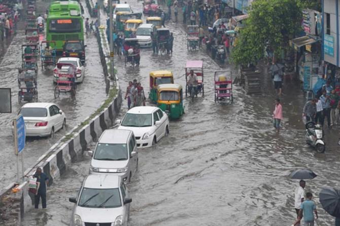 Ji ber baranên havînê li Hindistanê hejmara mirîyan derket 2 hezar û 400î