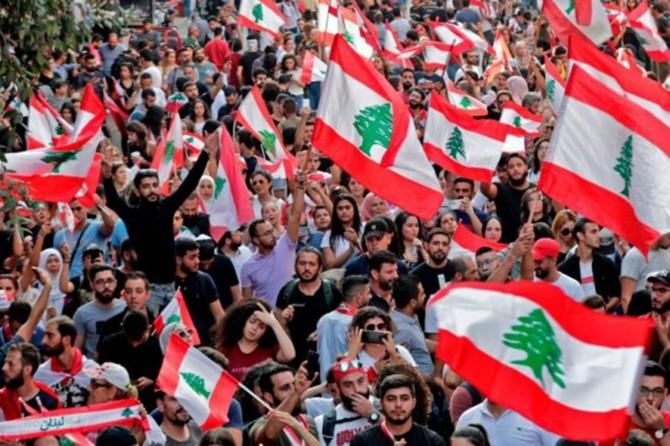 Lübnan'da eski bakanlara yolsuzluk suçlaması