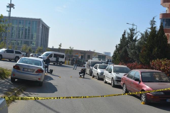 Batman'da adliye önünde silahlı kavga: 1'i ağır 4 kişi yaralandı